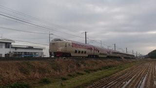 揖屋-荒島間の小築堤で島根県の特急列車を撮影。※曇天(2017/2/18)