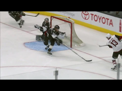 Gotta See It: Quick's jaw-dropping save of the year candidate