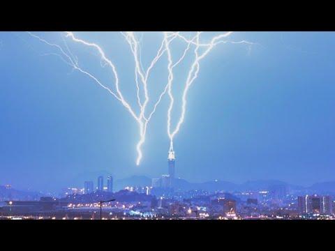 Makkah Clock Tower par Bijli Giri | Lightning Strikes Clock Tower in Mecca, Saudi Arab Ahlus sunnah