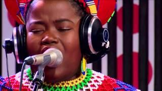 Mahotella Queens & Nonku Phiri - Ziphatheni Kahle