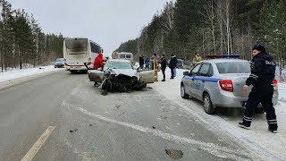 В лобовом замесе пострадали только пассажиры