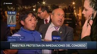 Enfrentamientos entre policías y maestros en los exteriores del Congreso