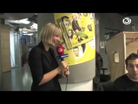 Sia Furler laughs so CUTE