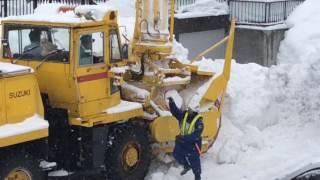 ロータリー除雪車 排雪作業中の珍しい?トラブル