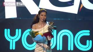 Đông Nhi vượt qua Sơn Tùng, Bích Phương, Bảo Anh, nhận giải CA SĨ CỦA NĂM
