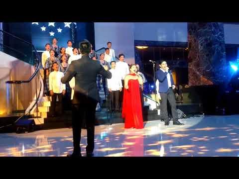 Anna Fegi & Arman Ferrer Radisson Blu Cebu Starry Night Christmas Tree Lighting Ceremony 2017