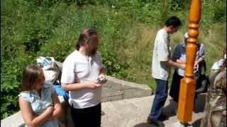 Изборск. У святого источника(Поездка 13.7.2011 http://svadba-sbor.net/, 2011-07-14T19:31:29.000Z)