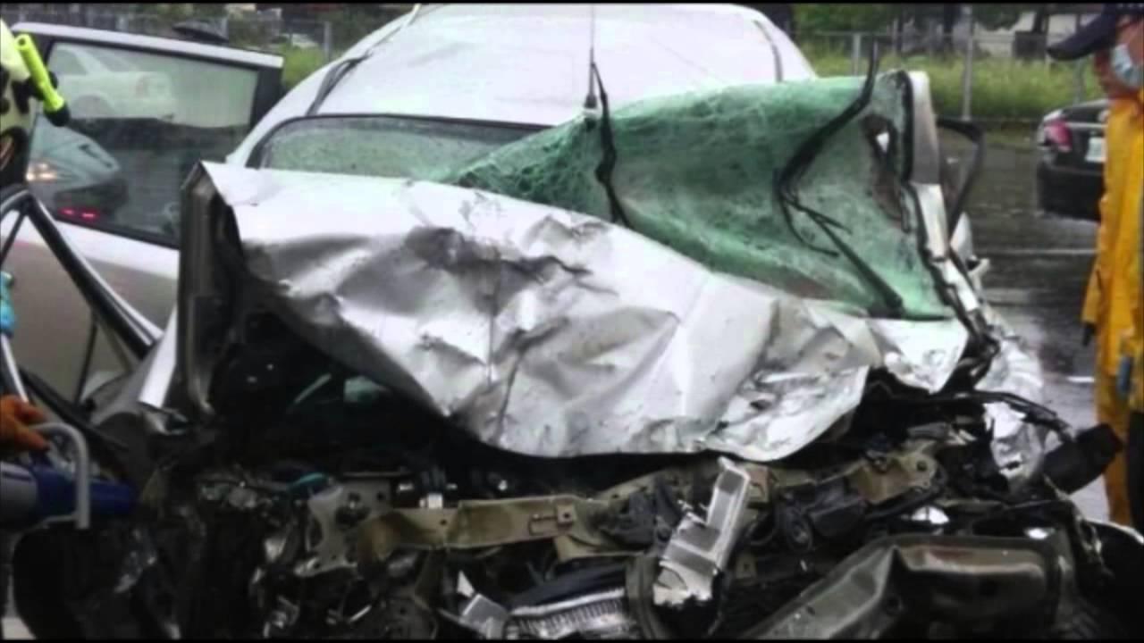 video aquaplaning accident de voiture film depuis une camera de tableau de bord youtube. Black Bedroom Furniture Sets. Home Design Ideas