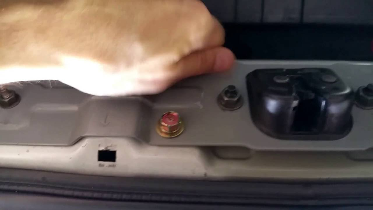 medium resolution of how to temporary fix your trunk if trunk latch lock won t close 350z g35 diy youtube