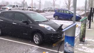 Электромобиль Nissan Leaf купить  Тесты Зимой  Электромобиль Nissan Leaf купить(заказать leaf: http://lp.elmob.co/leaf/?ch=yt (044) 229-47-90 представленный в видео Электромобиль Nissan Leaf продается. цена с достав..., 2014-02-10T06:05:03.000Z)