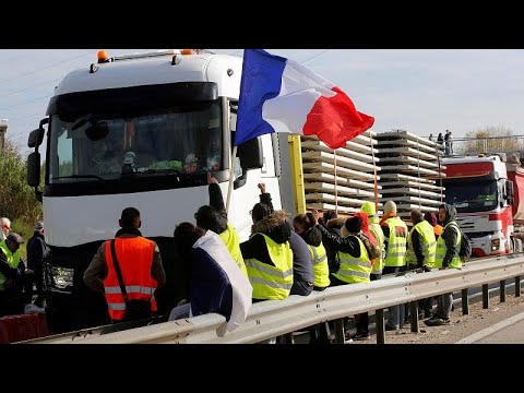 محتجون في فرنسا يغلقون ثلاثة مستودعات للوقود رفضا لزيادة الضرائب…  - 15:55-2018 / 11 / 19