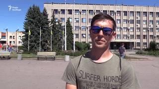 Як вчинити з тимчасово окупованою частиною Донбасу  ізолювати чи підтримувати зв'язки?