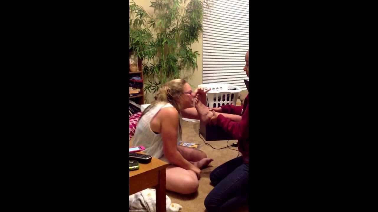 Kiss Her Feet Com