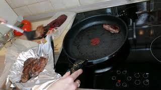 Рецепт стейки из оленины на сковороде