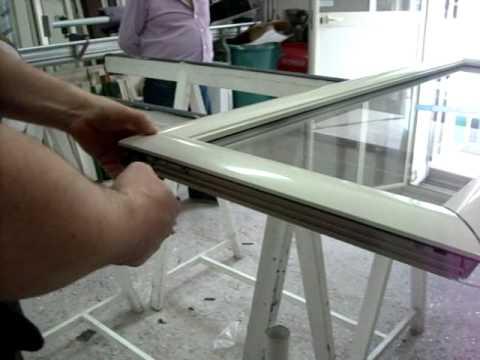 Come si installa un vetro in una finestra infissi napoli youtube - Cambiare vetro finestra ...
