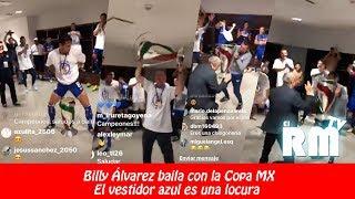 Billy Álvarez baila con el trofeo de la Copa MX