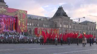 RUSSIA AT WAR:  Russian WWII-era TROOPS MARCHED onto RED SQUARE : Troops re-enact 1941 PARADE