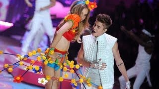 Repeat youtube video Victoria Secret 2012: Justin Bieber - Beauty and a Beat/ As long as you love me LIVE/HD