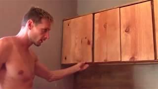 Крепление самодельных дверей к каркасу деревянной кухни их массива своими руками.