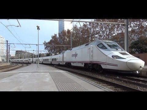 Renfe AVE 130 028 komt aan op Station Barcelona França