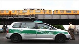 Graffiti trainbombers run vs police