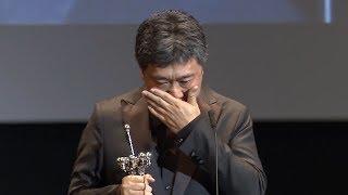 是枝監督、涙のスピーチ。樹木希林さんへの思い