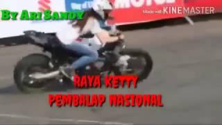Pembalap Nasional Raya Kitty Atraksi Freestyle Motor Gede