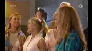 Oebele-koor anno 2004 met Wieteke van Dort