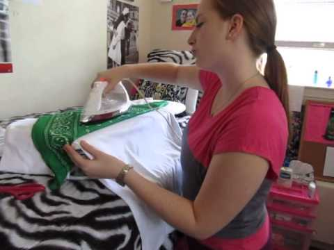 How to Iron on Letters on a T Shirt