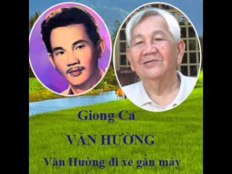 Van Huong Văn Hường đi xe gắn máy