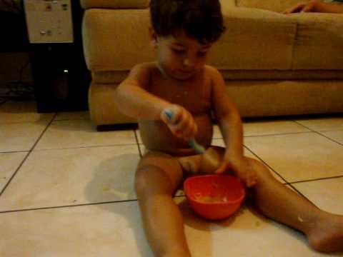 Lucas Comendo Sozinhu...