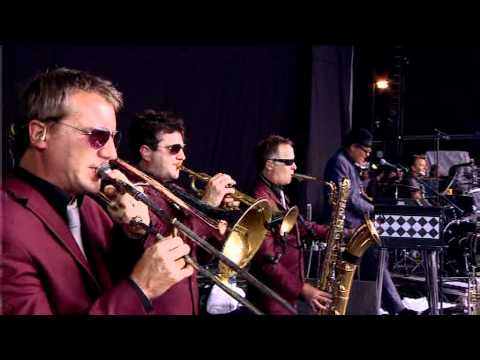 Madness - Night Boat To Cairo - Reading Festival 2011.mpg