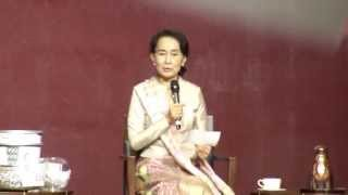 Daw Aung San Su Kyi Meeting With Myanmar Families in Singapore 2013