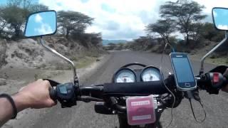 Riding a motorcycle in Kenya - Conduciendo una moto en Kenia - Kuendesha Pikipiki Kenya