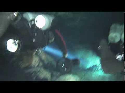 Underwater Kinetics UK Aqualite Video Light Demo in Underwater Cave System