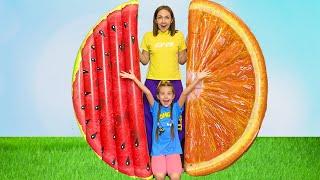 Маша и Мама играют с надувными игрушками еды Play with Inflatable Food Toys