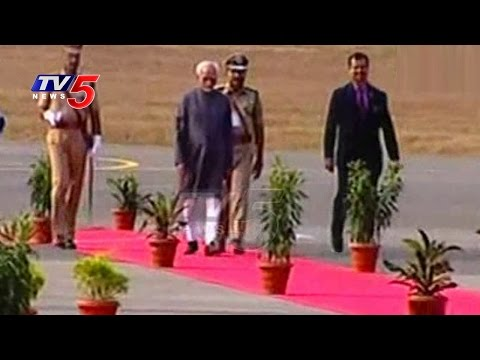 Vice-President Hamid Ansari Arrives in Hyderabad | Grand Welcome by KCR | TV5 News
