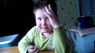 Мальчик сорвался, уча стих