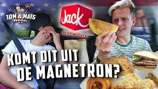 DIT IS DE VIESTE FASTFOOD KETEN VAN AMERIKA! 🤭🇺🇸 (Jack In The Box) | Tom & Mats in Amerika #1