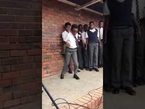 PAS DE DANSE DES JEUNES COLLÉGIENS SUD AFRICAINS