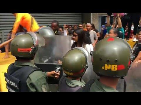 شاهد: رصاص بالهواء وضرب نساء خلال مظاهرة للمعلمين في فنزويلا احتجاجاً على الأجور…  - نشر قبل 3 ساعة
