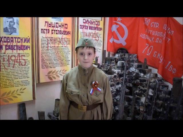 Изображение предпросмотра прочтения – ПавелПоляк читает произведение «Нет войны» С.В.Михалкова