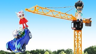 Герои в масках на стройке. Машинки спецтехника - Видео с игрушками. Мультики для детей