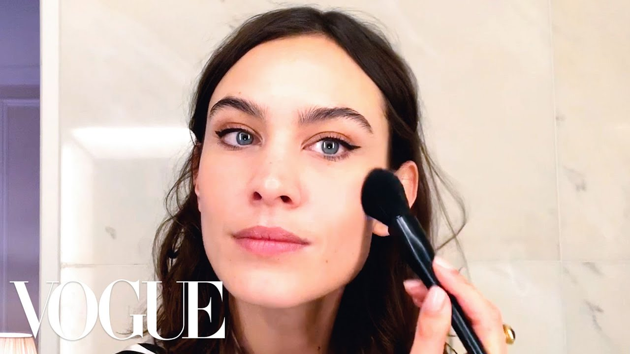 Alexa Chung's Genius Trick for the Perfect Cat-Eye | Beauty Secrets | Vogue