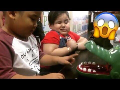 Baeby Baste and Baby TanTan Plays Crocodile Dentist CHALLENGE!