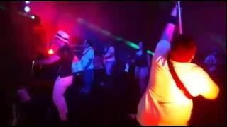 Júnior Bass Groovador - O Baixista Mais Dançante do Mundo!