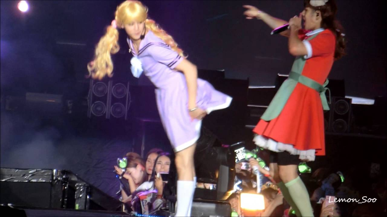 GOT7 Fly in Hong Kong Concert Girl Group performance - Hooked