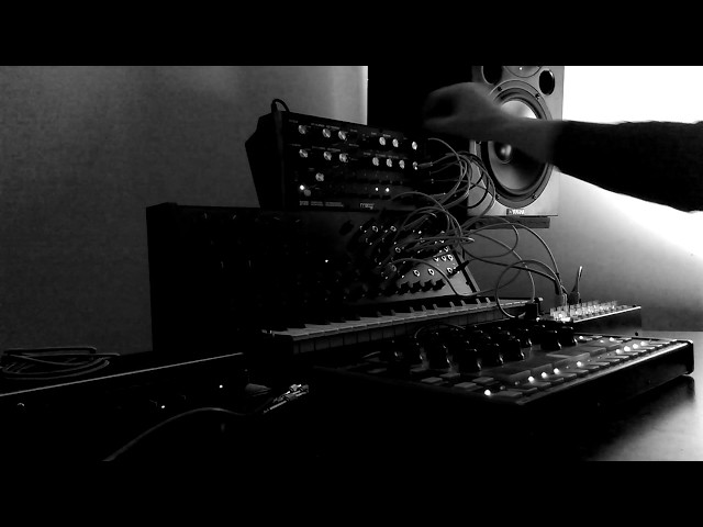 Live semi modular  jam on analog system with Musho