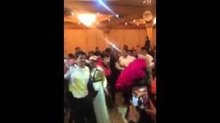 Братик на своей свадьбе подарил сестрам по 101 розе! Мииииило