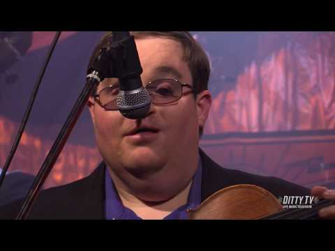 """Michael Cleveland & Flamekeeper perform """"The Fiddler's Dream"""" on DittyTV"""